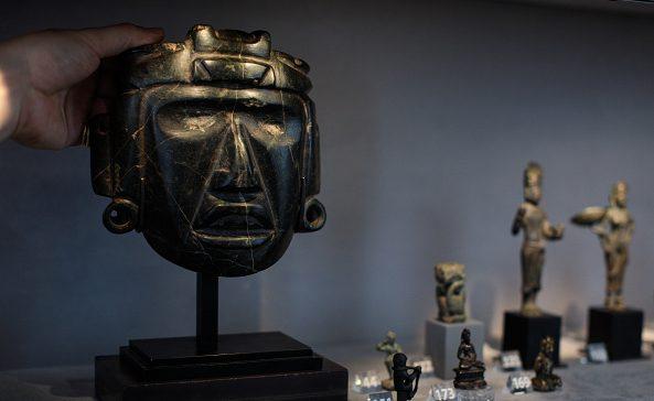 La maschera di uno sciamano di Mezcala, Messico (300 a. C.)