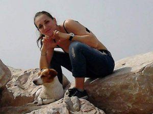 Foggia, cerca di salvare il suo cagnolino: Dalila muore travolta da un treno