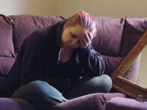 Amanda è sempre eccitata e ha così bisogno di fare sesso da non poter più andare a lavorare