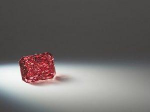 Trovato rarissimo diamante rosso: all'asta a partire da 10 milioni di dollari
