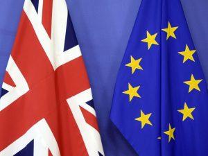 Brexit, c'è bozza d'intesa: May convoca vertice straordinari