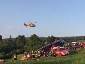 Pullman finisce fuori strada in Trentino: un morto e 15 feriti, alcuni gravi