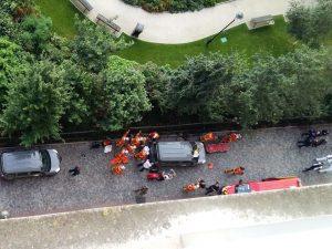 Parigi, auto contro soldati: 6 feriti, caccia al veicolo in fuga. Fermato un uomo