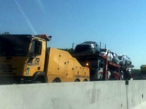 Incidente stradale sull'A4. Scontro frontale tra 3 camion e 2 auto: un morto, diversi feriti
