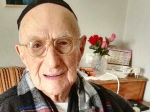 È morto Yisrael Kristal, era l'uomo più vecchio del mondo. Aveva 113 anni ed era sopravvissuto alla Shoah