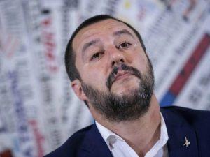 """Salvini: """"Togliere scorta a Bossi? No, la toglierei a Saviano e al padre della Boschi"""""""