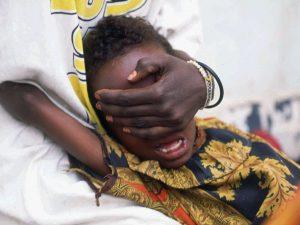 """In Africa inizia la """"stagione del taglio"""", la mutilazione genitale a decine di bimbe"""