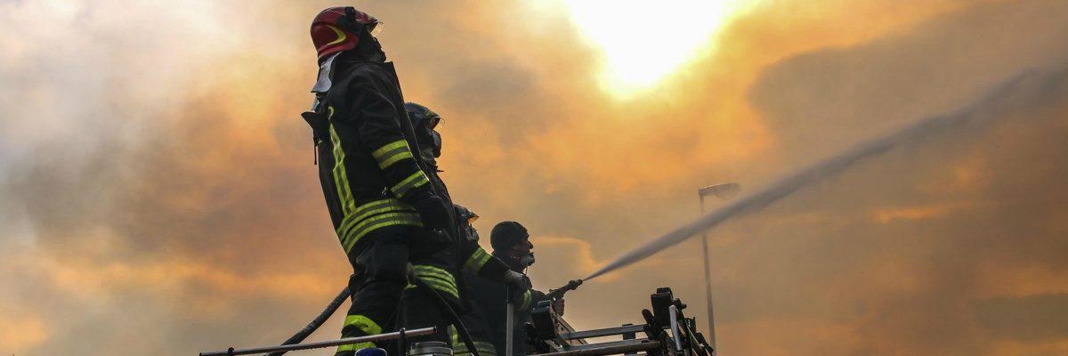 Reggio emilia maxi incendio nell 39 azienda che realizza luci natalizie non aprite le finestre - Aprite le finestre ...