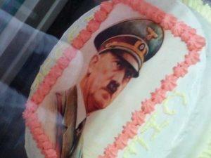 """Maratea, bufera per la torta con il volto di Hitler: """"È per il compleanno di uno chef"""""""