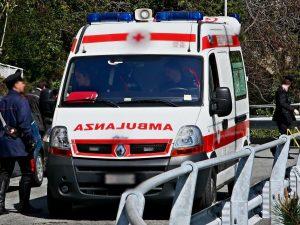 Vercelli, auto contro parapetto: muoiono bimba di 10 anni e