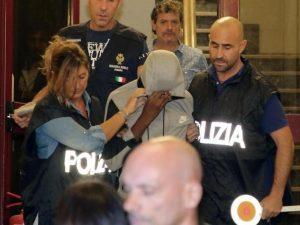 """Stupro Rimini, il 15enne arrestato diceva: """"Quella mi piace, ora la faccio bere e la violento"""""""