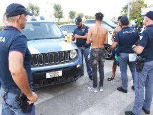 Stupro di Rimini, trovata la bottiglia usata per minacciare la trans violentata
