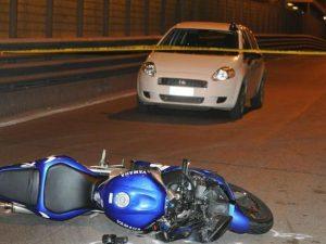 Savona, 16enne in motorino falciata da auto guidata da ubriaco senza patente: è grave