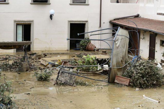 Livorno devastata dal maltempo, oggi le scuole restano chiuse