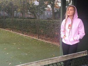 Giallo in Inghilterra, la figlia 25enne dell'attore John Michie trovata morta in un bosco