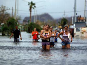 """Uragano Maria, """"estremo pericolo"""" a Porto Rico: crolla una diga, allagate due cittadine"""