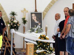 Funerali noemi la madre ai giovani non odiate porta for Benedetta durini