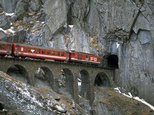 Svizzera, scontro tra due treni. Almeno trenta feriti