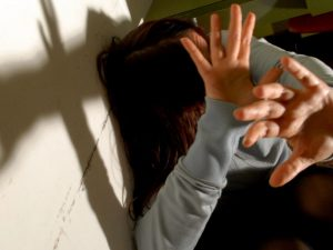 Pesaro, 15enne si sente male a scuola: in ospedale scoprono