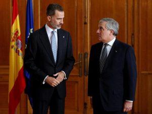 """La Catalogna """"rimarrà parte della Spagna"""": Re Felipe condanna """"l'inaccettabile secessione"""""""