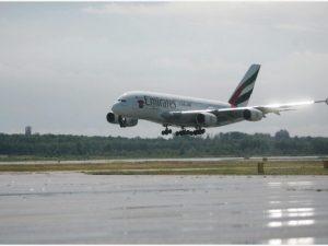 Febbre alta, poi sviene: bimba muore durante volo da Dubai a Monaco
