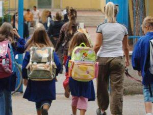 Gli studenti delle medie non possono tornare a casa da soli dopo la scuola