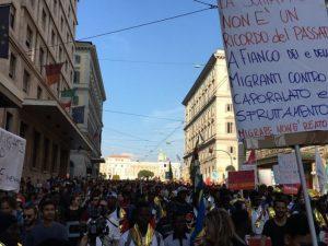 """""""Migrare Non è Reato"""", a Roma in migliaia alla manifestazione a favore dello Ius Soli"""