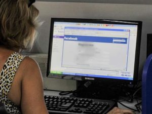 Lecce: lascia il ragazzo per l'uomo conosciuto su facebook, ma era una donna