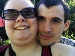 Gemelline di 9 mesi ricoperte di feci e vermi, i genitori condannati a 130 anni di carcere