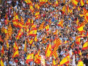 La Catalogna sfida il governo spagnolo: verso la dichiarazione d'indipendenza unilaterale