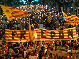 Catalogna, l'offerta di Rajoy: se Puigdemont convoca il voto anticipato, niente commissariamento