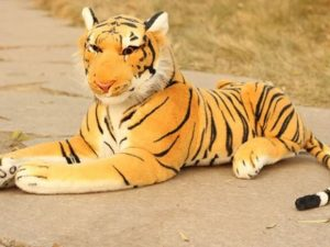Firenze, vede tigre in strada e chiama il 112: scatta l'allarme, ma era solo un peluche