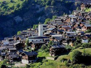 Albinen, il paesino svizzero che offre 60mila euro per trasferirsi tra le montagne