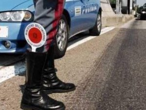Firenze: poliziotto causa un incidente automobilistico e fug