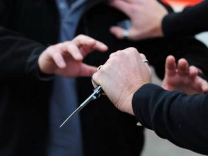 Brindisi, sedicenne ferito a coltellate da un coetaneo: avev