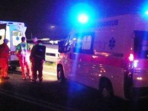 Siracusa, incidente nella notte a Ortigia: auto contro pilon