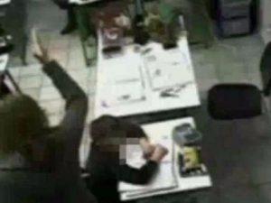 Bambini umiliati e maltrattati in classe: arrestate due maestre a Piacenza