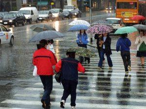 Meteo, ultimo caldo estivo: da lunedì pioggia e temperature in picchiata