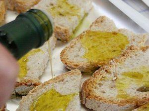 Scuola: pane e olio per bambini a mensa se i genitori sono morosi