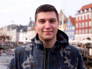 """""""Sono solo"""": così il messaggio di un giovane ha cambiato la sua vita e quella di 10mila persone"""