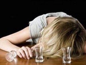 Padova, baby sitter scola una bottiglia di gin a lavoro e manda all'ospedale bimbo di 2 anni