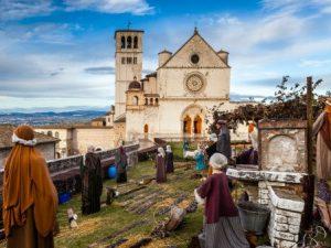 Il tradizionale presepe allestito nei pressi della Basilica Superiore di San Francesco d'Assisi.