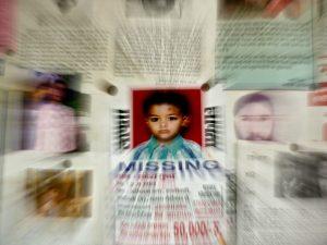 Il cartello di un bimbo scomparso