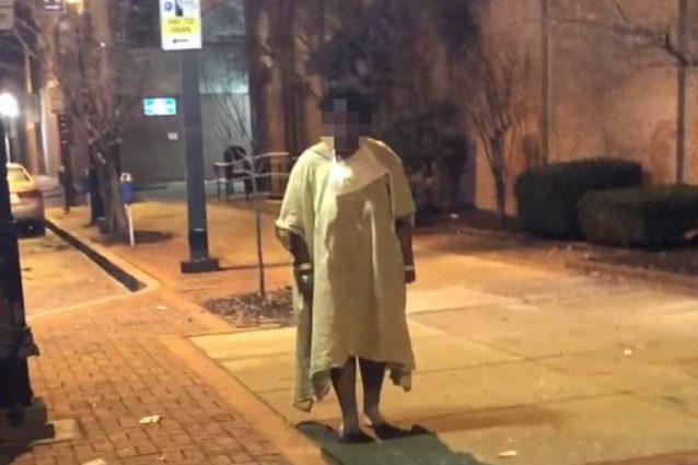 La donna 22 anni abbandonata in strada dal personale dell'ospedale di Baltimora