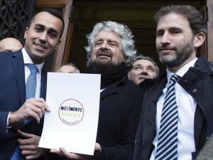 """Grillo: """"Governo? M5S è un po' democristiano. Ci adattiamo a"""