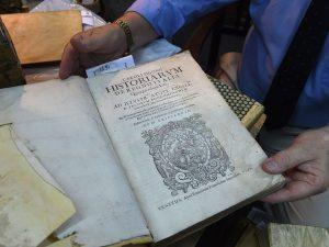 Libri antichi del '500 rubati finiscono sul web, i carabinieri li rintracciano