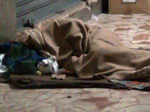 Dramma in strada ad Alessandria, senzatetto trovato morto a