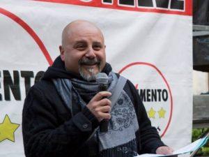 """Si vantava di aver """"menato tre rumeni"""", sarà senatore: non si può più rinunciare a candidatura"""