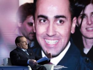 L'operazione scoiattolo di Berlusconi: convincere i delusi M