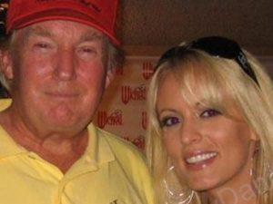 Donald Trump e Stormy Daniels.